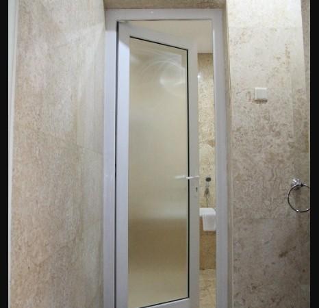 Pintu Kaca Kamar Mandisi dengan Kusen Almunium
