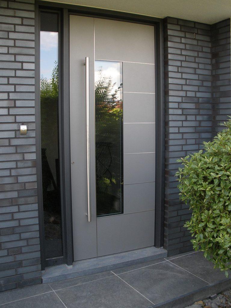 Pintu Minimalis Perpaduan Alumunium dan Kaca