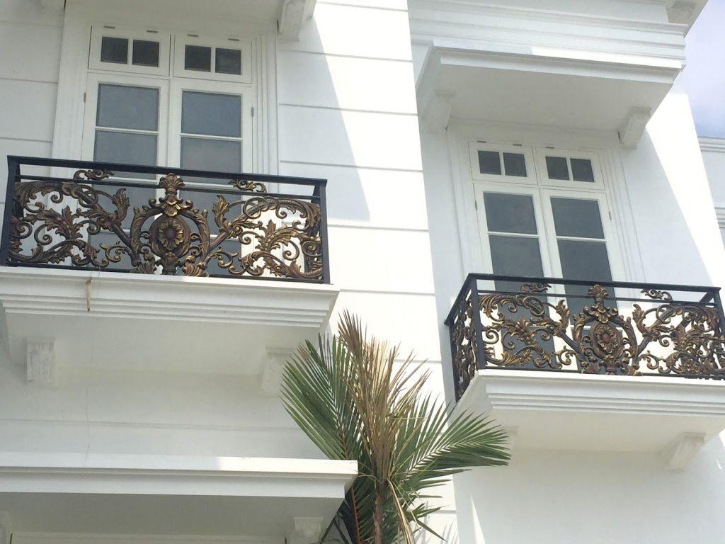 Teralis Besi Balkon Gaya Victorian Klasik