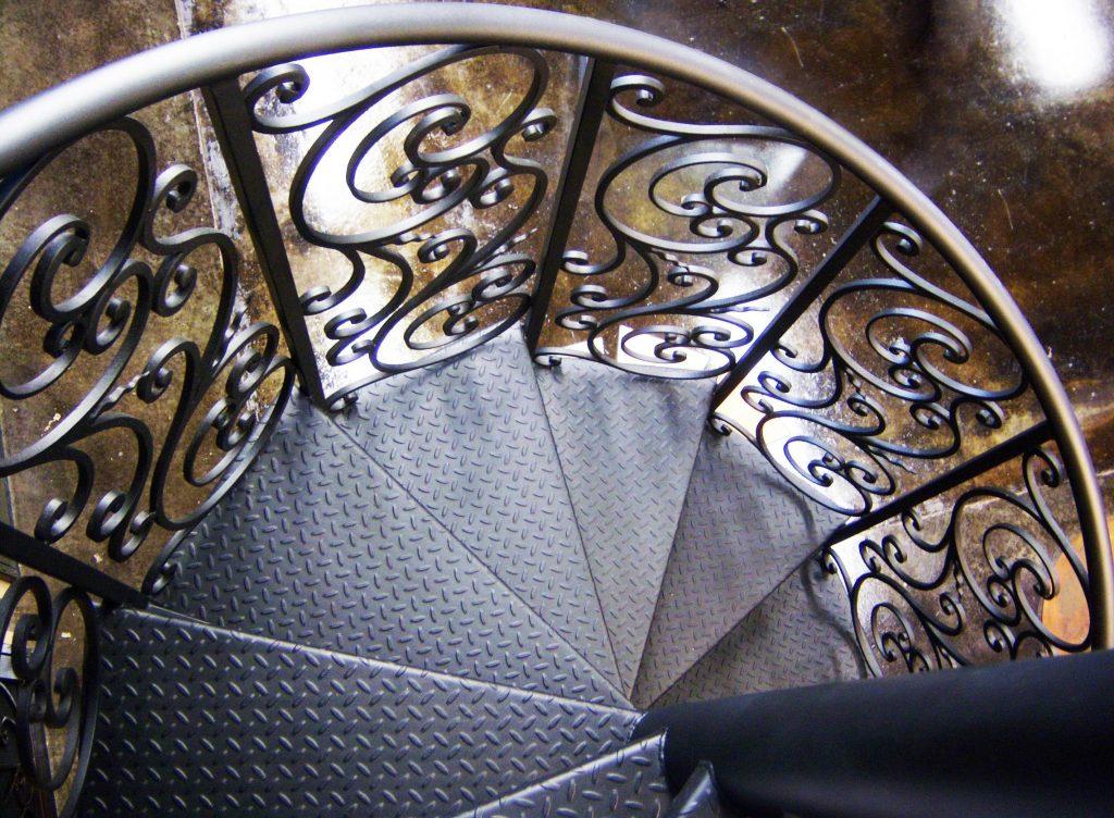 Teralis Besi Tangga Spiral