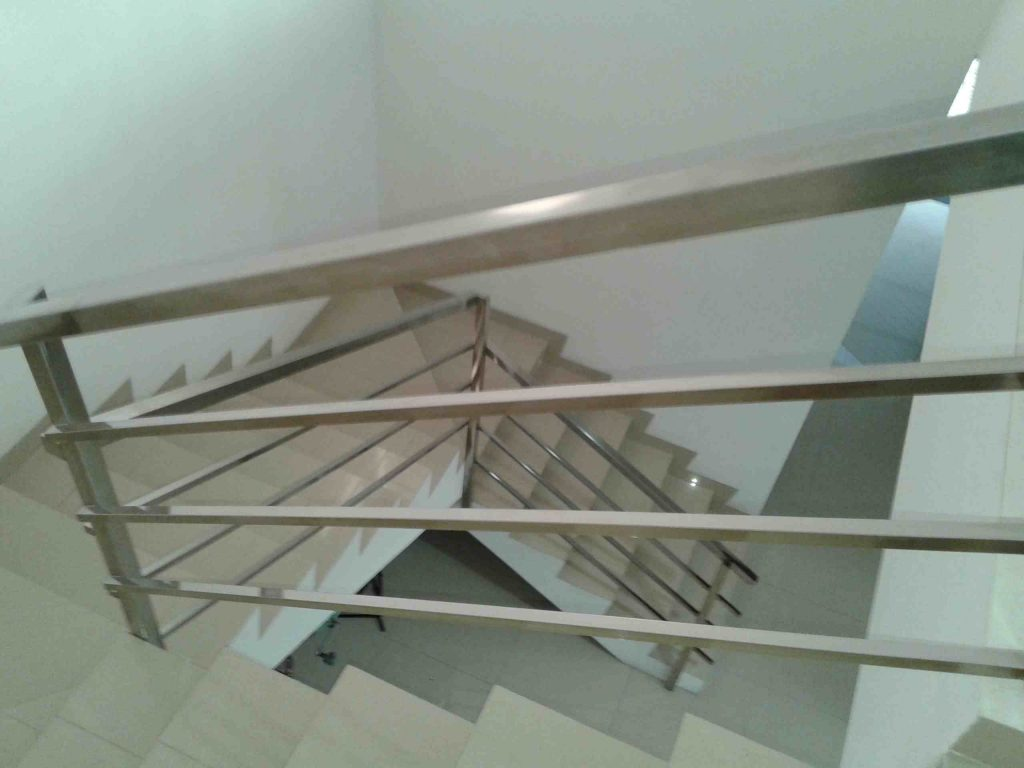 Model Railing Stainless Tangga Minimalis