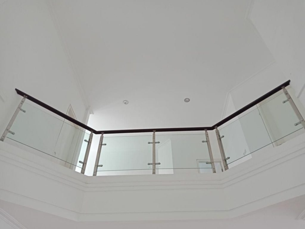 Railing Balkon Kaca Minimalis