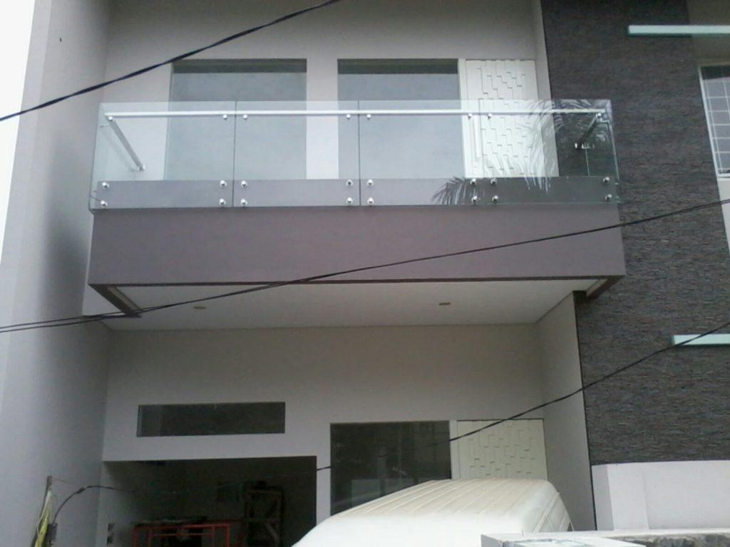 Railing Balkon Kaca dan Stainless