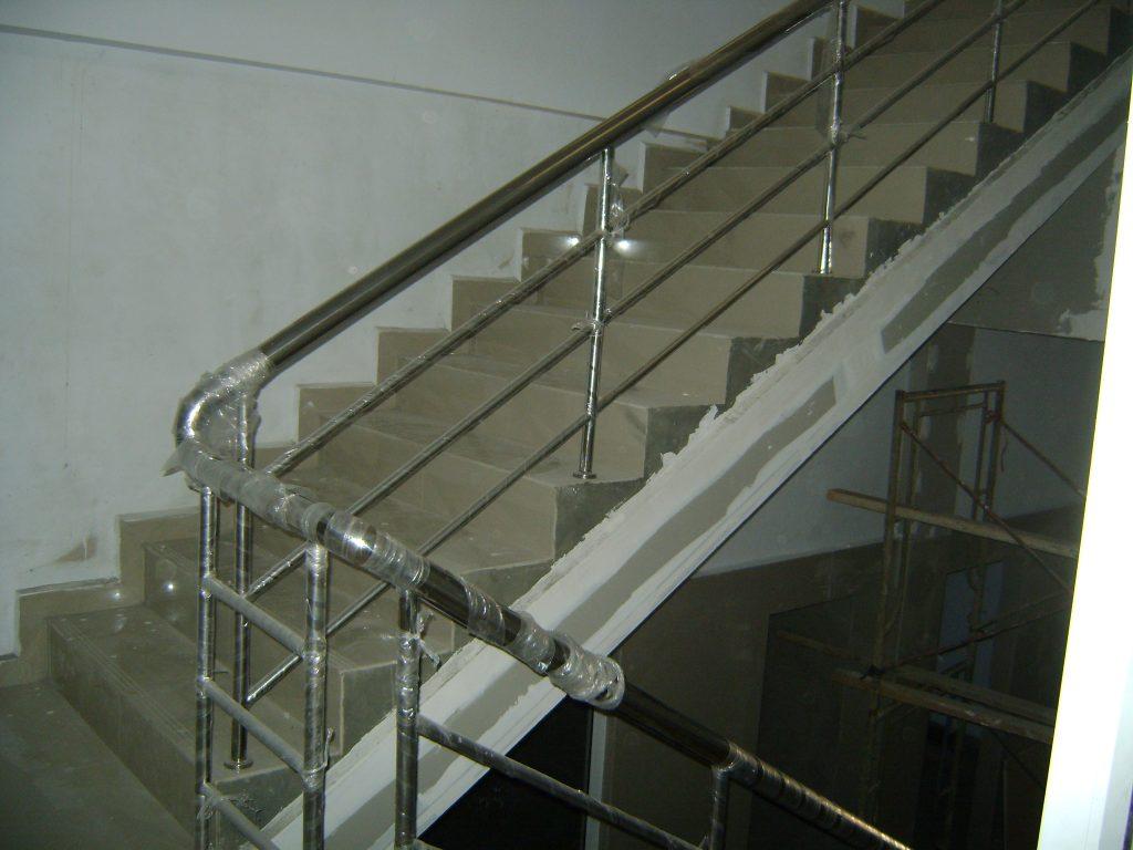 Railing tangga stainless klasik