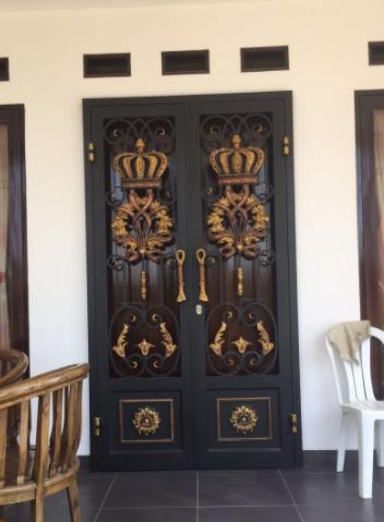 Model Teralis Pintu Klasik